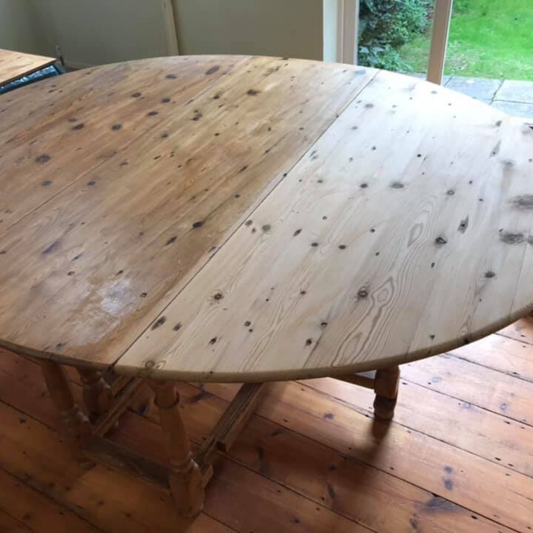 french polishing table during